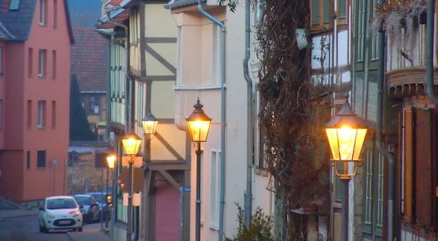 Straßenlaternen: Laut Studie wollen klamme Gemeinden künftig auch bei der Beleuchtung sparen.