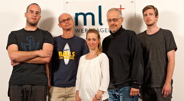 Das Team der mlv Werbeagentur in Hamburg: (v.l.) Christoph Zettel-Schmidt (Art)  Lothar Arnemann (Text),  Anja Koops (Beratung), Geschäftsführer Mario Vernier und Carsten Gramatzki (Art). © mlv Werbeagentur