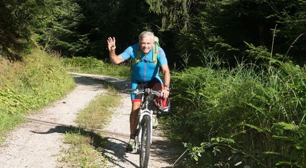 """Bei Salewa gilt das Prinzip """"Management and Mountain"""". In Letzterem findet man Firmenpräsident Heiner Oberrauch vorzugsweise - bei Bergtouren auf dem Rad oder mit dem Kletterseil."""