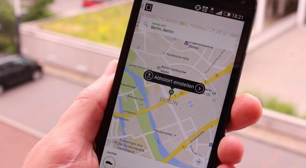 Die EU-Kommission untersucht nach einer Beschwerde von Uber den Taxi-Markt in Deutschland.