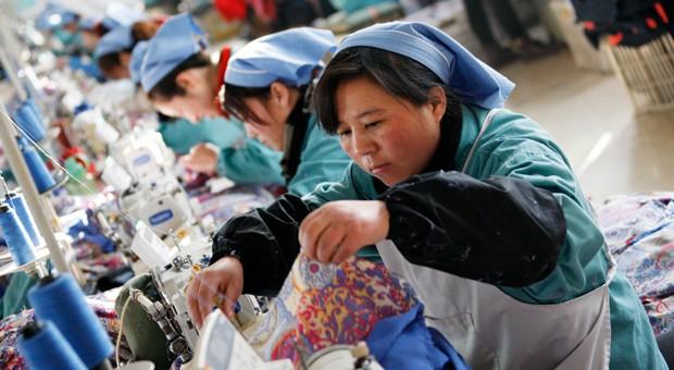 Näherinnen in einer Textilfabrik in China.