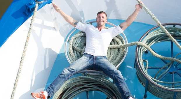 Der 38-jährige Dennie Schmidt hat als Schiffsanimateur den Sprung in die Selbstständigkeit gewagt und plant, Flusskreuzfahren zu veranstalten.