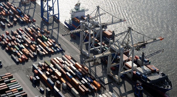 Luftbild vom Hamburger Hafen: Auch der Export legte 2014 zu - trotz der Auswirkungen durch die Russland-Sanktionen.
