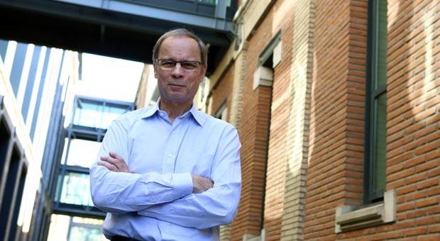 Man sieht ihm die Freude über den Nobelpreis an: Der französische Wirtschaftswissenschaftler nach Bekanntgabe der Auszeichnung durch die Königlich-Schwedische Akademie in Stockholm.