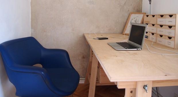 Ein Büro irgendwo: Digitale Nomaden reisen und arbeiten zugleich. - wie Patrick Hundt in seinem kleinen Büro in Tallinn (Estland).