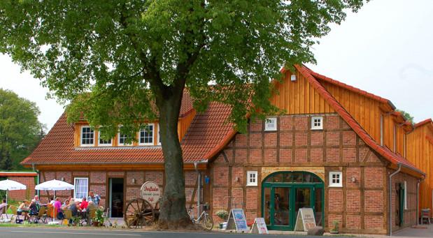Innovationen querfeldein: Ländliche Räume werden zu Experimentierfeldern für neue Konzepte. Der multifunktionale Dorfladen in Otersen ist eine der 100 ausgezeichneten Ideen in Deutschland.