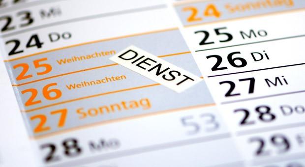Am Bundesverwaltungsgericht (BVerwG) in Leipzig wird am selben Tag ein Grundsatzurteil zur Arbeit an Sonn- und Feiertagen erwartet.