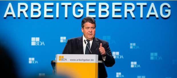 Bundeswirtschaftsminister Sigmar Gabriel (SPD) beim Deutschen Arbeitgebertag in Berlin. Die jährliche Tagung der deutschen Wirtschaft dient dem Austausch von Spitzenvertretern aus Politik, Wirtschaft und Gesellschaft über aktuelle sozial- und wirtschaftspolitische Herausforderungen.