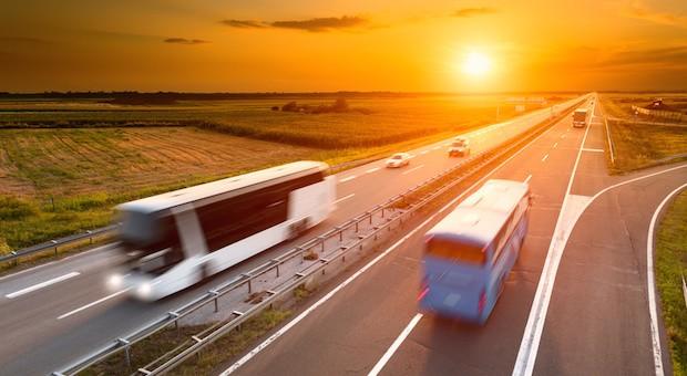 Fernbusse sind eine beliebte Alternative zur Bahn.