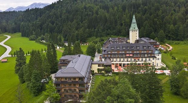 Hinter sieben Bergen: Johannes Rau erholte sich auf Schloss Elmau, Loriot schrieb hier unzählige Sketche. Im Juni 2015 ziehen Kanzlerin Angela Merkel und US-Präsident Barack Obama ein