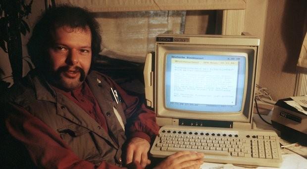 "Wau Holland vom ""Chaos-Computer-Club"" in Hamburg an seinem Computer im November 1984."