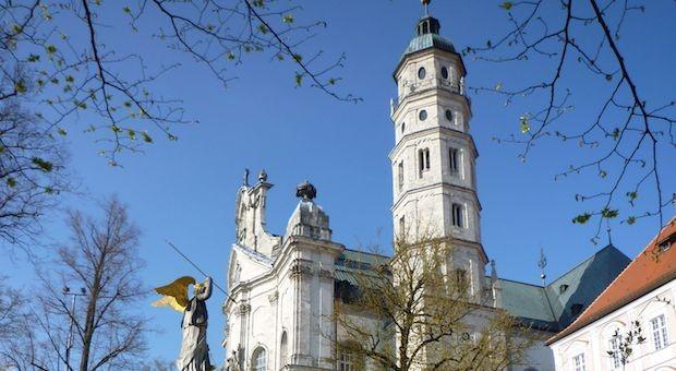 Das Benediktiner-Kloster im baden-württembergischen Neresheim.