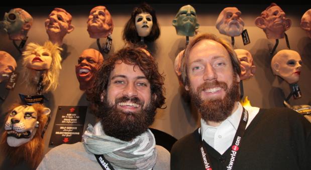In der Welt der Masken: Die Geschäftsführer Georg Dittrich (l.) und Roman Matthesius von maskworld haben sich auf Masken und Verkleidung spezialisiert, die sie online wie offline verkaufen.