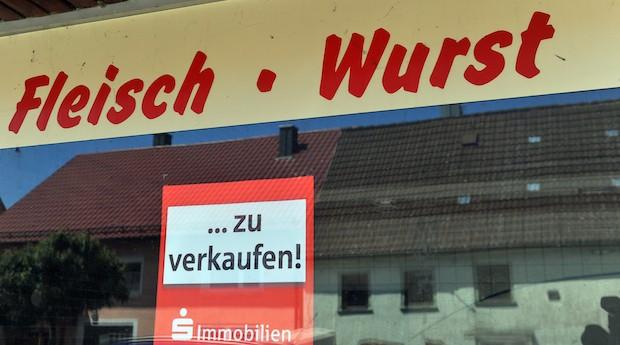 Ein leer stehender Metzer in einem Dorf in Baden-Württemberg. Viele Betriebe haben Probleme Nachfolger zu finden.