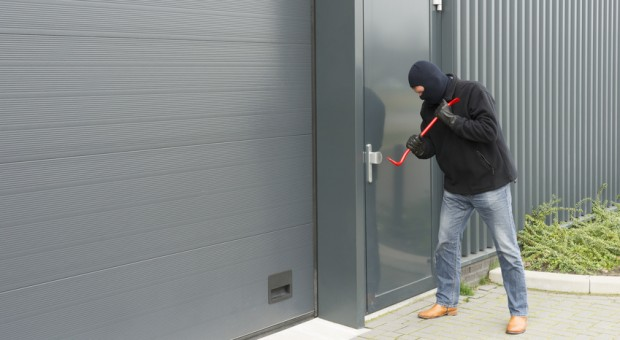 2013 wurden der Polizei 271 256 Einbrüche in Gewerbegebäude gemeldet. Die Diebe haben es vor allem auf teure Elektronik und Bargeld abgesehen