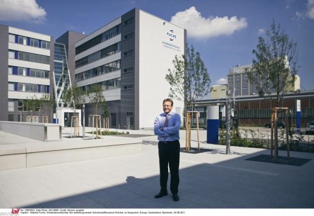 Für ihn läuft's wie geschmiert: Stefan Fuchs hat mit seiner Familie von Mannheim aus ein weltweites Schmierstoffimperium geschaffen. Der Flachdachbau im Industriehafen passt zu Chef: Fuchs führt das Geschäft ohne Tamtam.