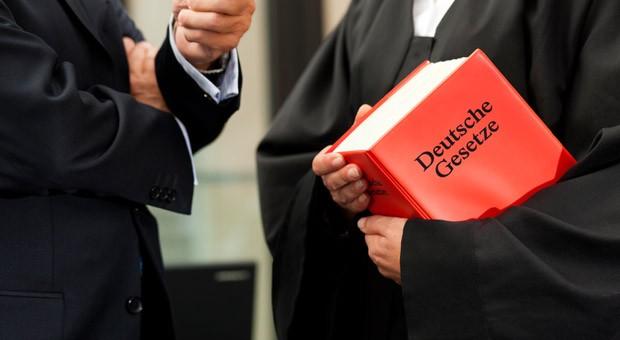 """Das Amtsgericht München entschied über einen Fall, indem ein Mieter seinen Vermieter mit """"Sie promovierter Arsch"""" beleidigte."""