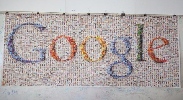 Das Logo von Google auf einem Poster im Hauptsitz des Internet-Konzerns Google in Mountain Views in Kalifornien, USA.