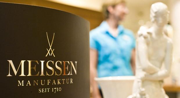 Fertigung von Porzellangeschirr und -figuren bei der Staatlichen Porzellanmanufaktur Meissen.