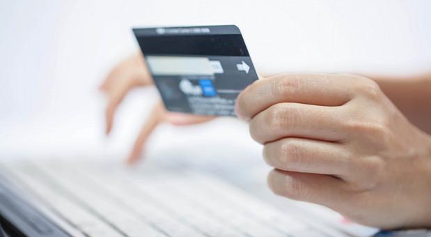 Kunden, die mit Karte bezahlen, sollen entlastet werden.