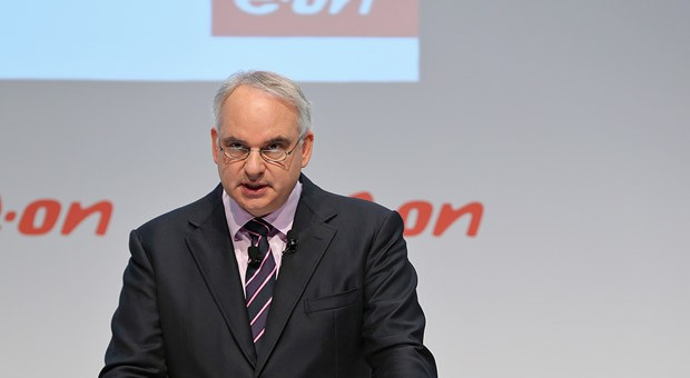 Eon-Konzernchef Johannes Teyssen bei der Pressekonferenz am Montag: Der Konzern will sein Hauptgeschäft mit Atom, Kohle und Gas will Eon abgeben.