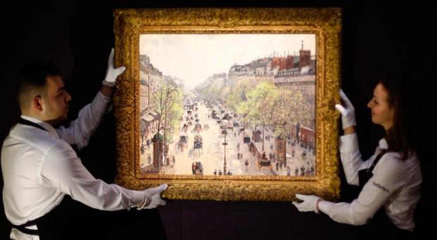 Bei Kunstauktionen wechseln Werke für Millionen den Besitzer: Im Bild: ein Gemälde des französischen Künstlers Camille Pissarro im Londoner Auktionshaus Sotheby's.