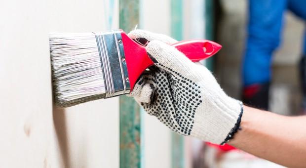 Schönheitsreparaturen  in Mietwohnungen müssen vom Vermieter übernommen werden, wenn es eine entsprechende Klausel im Mietvertrag gibt.