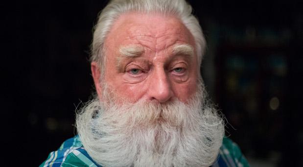 Der echte weiße Bart von Peter Georgi gilt als echte Rarität unter den modernen Weihnachtsmännern.