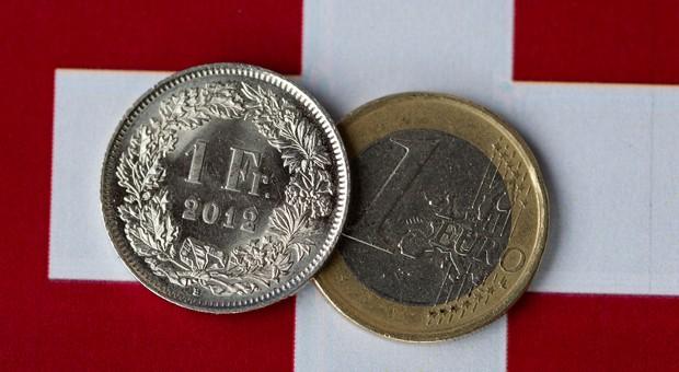 Der Kurs des Schweizer Franken ist zuletzt deutlich gestiegen, nachdem die Schweizerische Nationalbank (SNB) überraschend die Kopplung des Franken an den Euro aufgehoben hatte.
