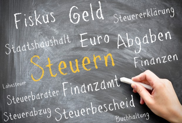 Das pleitebedrohte Griechenland und die Schweiz haben Gespräche über ein Steuerabkommen wiederaufgenommen.