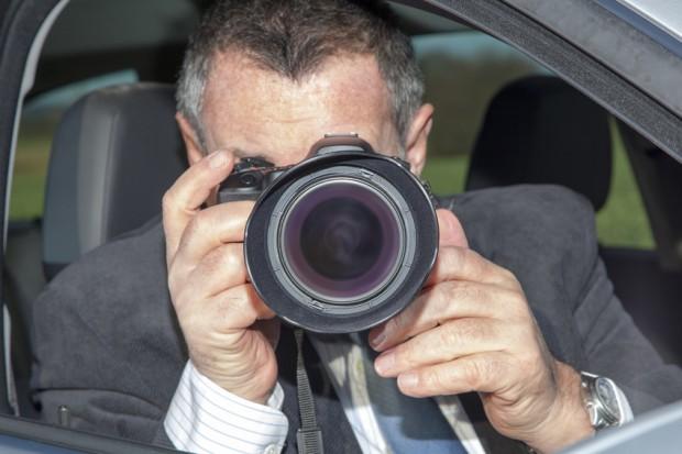 Darf Arbeitgeber Mitarbeiter von einem Detektiv überwachen lassen, wenn er den Verdacht hegt, dass der Beschäftigte krankfeiert?