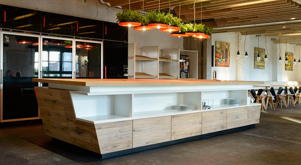 Im Erdgeschoss der Start-up-Factory hat Sternekoch Tim Raue ein Restaurant eröffnet.
