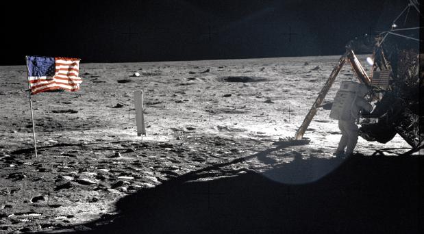 Der Astronaut Neil A. Armstrong behielt nach der Mond-Mission seine kleine Kamera.