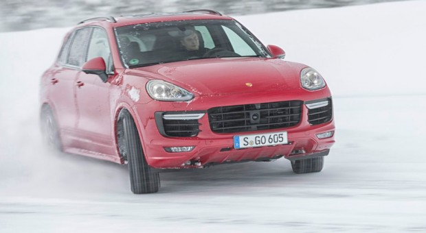 erster h rtetest das steckt im neuen porsche cayenne gts. Black Bedroom Furniture Sets. Home Design Ideas
