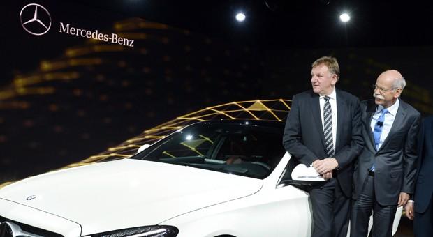 Daimlers langjähriger Nutzfahrzeugchef Andreas Renschler (li., mit Vorstandschef Dieter Zetsche) wechselte zum Konkurrenten Volkswagen.