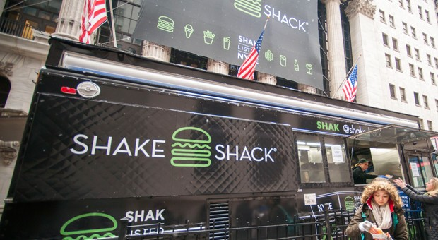 Ein Verkaufswagen von Shake Shack am Tag des Börsenstarts in New York.