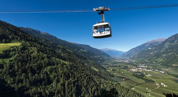Beliebtes Urlaubsziel in Südtirol: Meran, aufgenommen von oben.