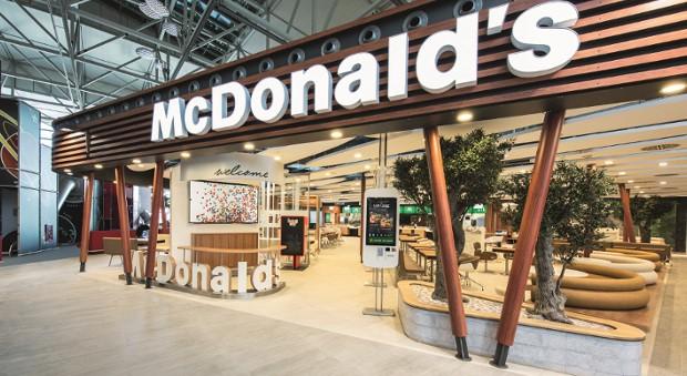 Tischservice im Fastfood-Restaurant: McDonald's geht neue Wege.