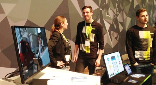 Die Gründer des Start-ups Parkpocket in der Code_n-Halle auf der Computermesse Cebit: Karoline Bader (li.), Benedikt Bergander und Stefan Bader (re.).