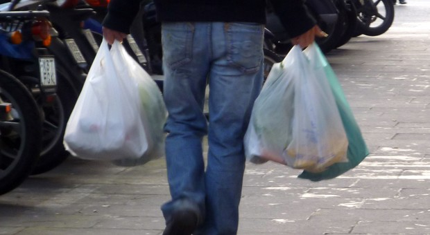 Die EU-Staaten wollen den Pro-Kopf-Verbrauch an Plastiktüten von derzeit etwa 200 Stück pro Jahr bis 2019 auf 90 und bis 2025 auf 45 Stück senken.