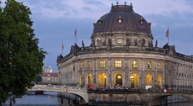 Beliebt aber sehr teuer: Eine Mietwohnung mit Blick auf die Berliner Museumsinsel und das Bodemuseum.