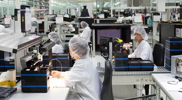 Einblick in die Produktion von Leica.