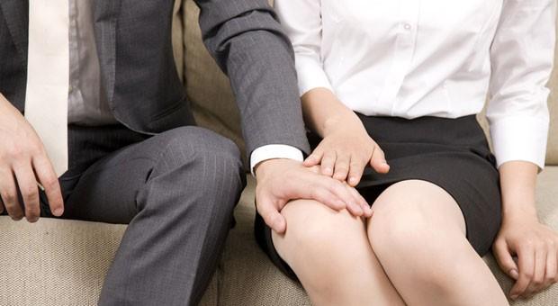 Mehr als die Hälfte aller deutschen Arbeitnehmer hat schon sexuelle Belästigung am Arbeitsplatz erlebt.