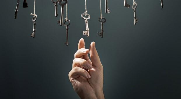 Welche Wahl ist die richtige? Das Bauchgefühl kann ein guter Ratgeber sein - wenn man weiß, wann und wie man es nutzt.
