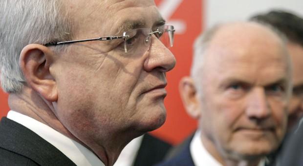 Sind die Tage für den VW-Chef Martin Winterkorn (li.) gezählt? Der Aufsichtsratvorsitzende Ferdinand Piech (re.) war in einem Spiegel-Interview auf Distanz zu Winterkorn gegangen.