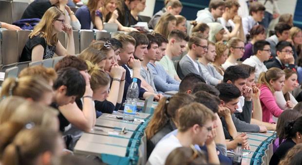 Studenten im Hörsaal: Nur 47 Prozent der Unternehmen sind zufrieden mit Bachelor-Absolventen