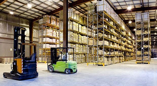 Lagerhalle ohne Fenster:   Industrie warnt vor geplanter Reform der Arbeitsschutzverordnungen