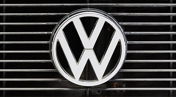 Das Logo von VW: Wie dramatisch büßt die Marke an Strahlkraft für den Standort Deutschland ein?