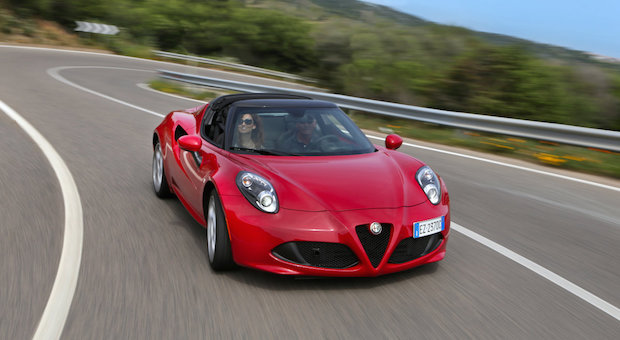 alfa romeo 4c spider das steckt im oben ohne italiener. Black Bedroom Furniture Sets. Home Design Ideas