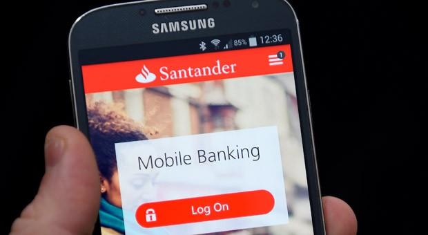 """Die Banking-App der Santander Bank schnitt im Test nicht gut ab : Sie bekam nur ein """"ausreichend""""."""